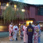 Kanazawa - tourists as geishas
